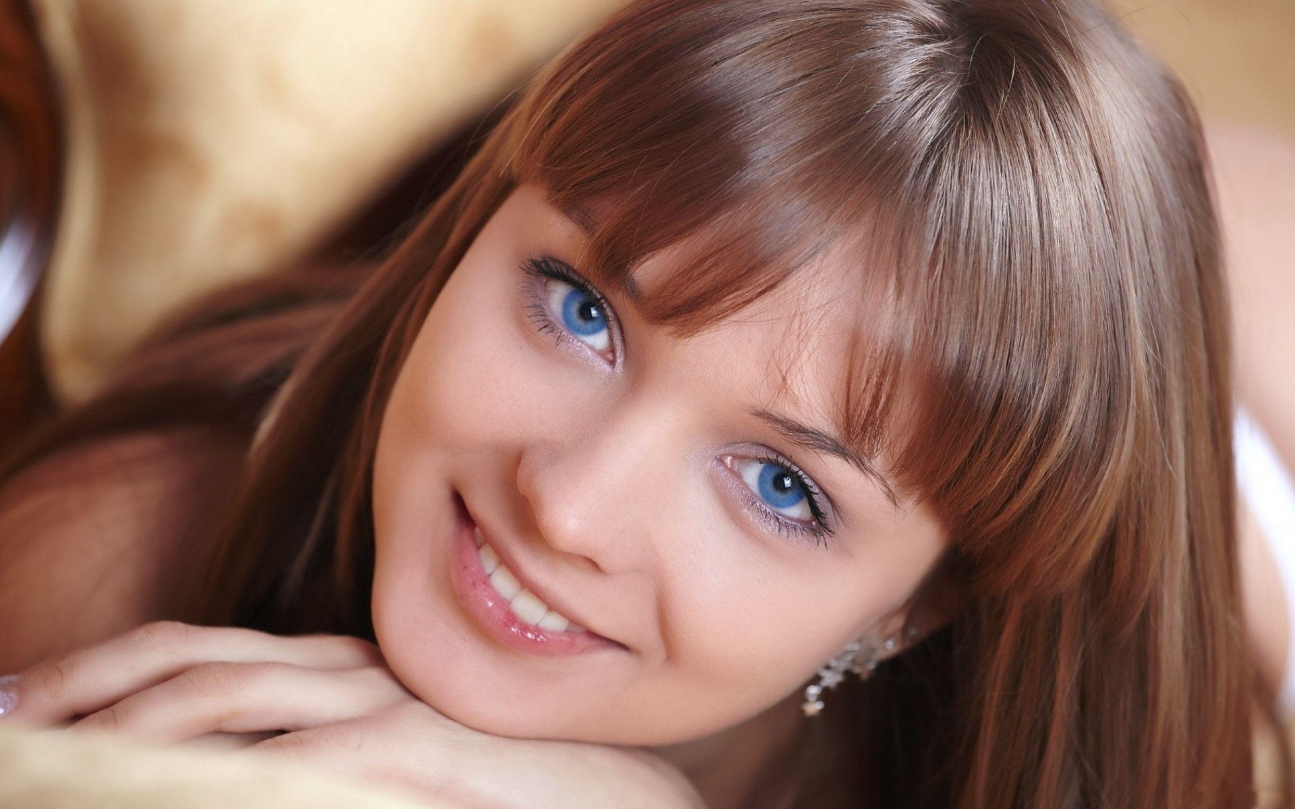 comment-maquiller-yeux-bleus