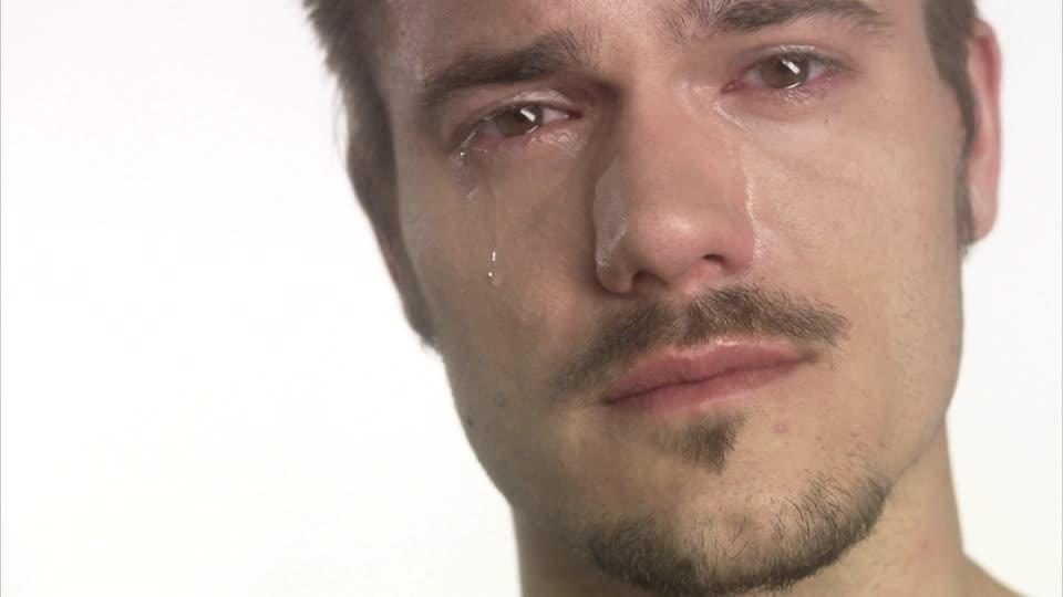homme pleure 1