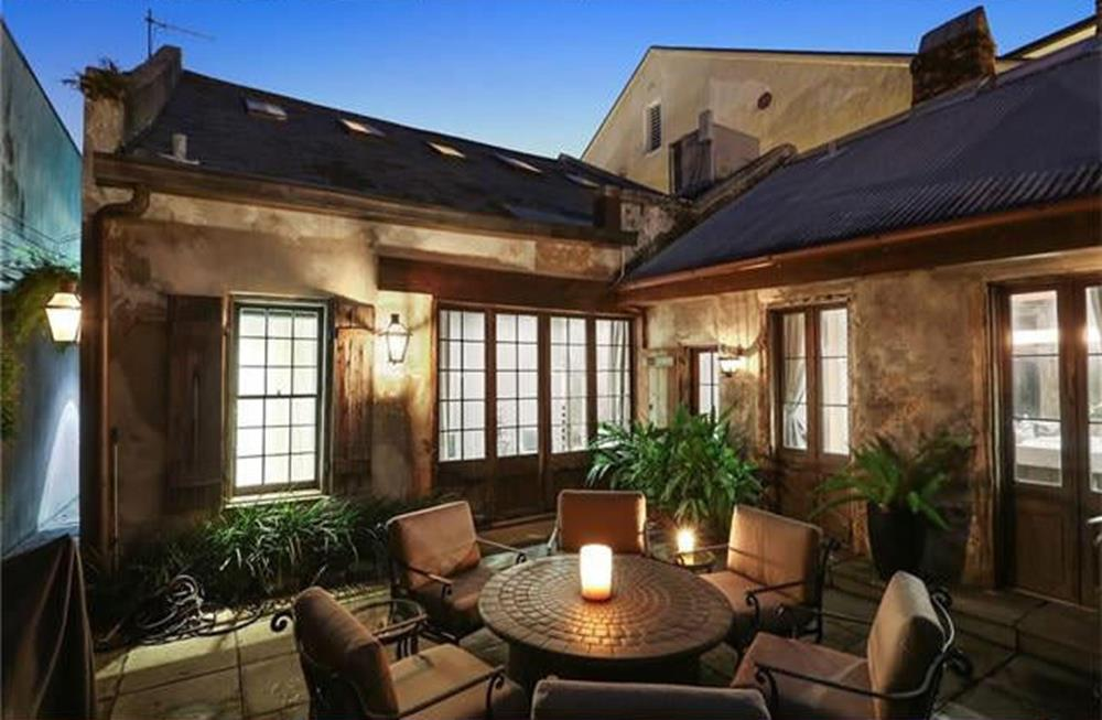 maison-pourrie-à-1-million-de-dollars-terrasse